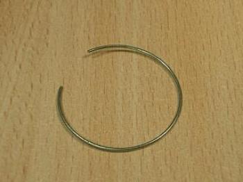 - *220* Pierścień sprężynujący